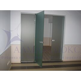 Стеклянные перегородки, двери - маятниковые в Минске и Беларуси